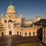 Ansicht Portal + Kirche + Innenhof